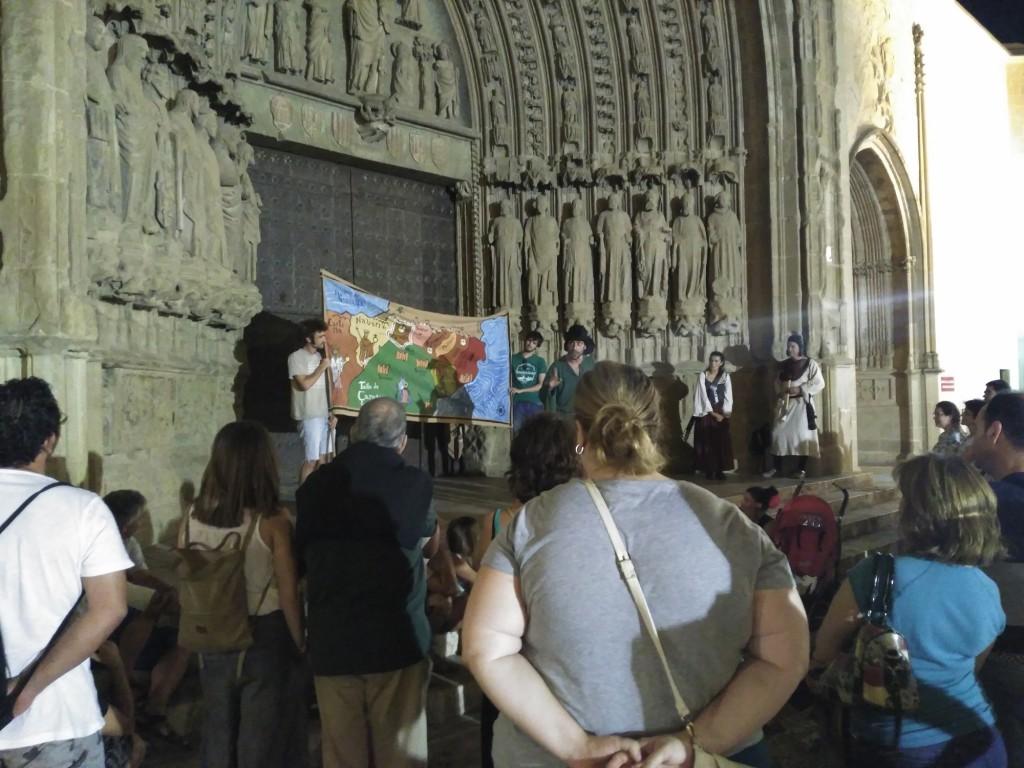 Turismo reanuda las rutas teatralizadas por la ciudad con el programa 'La Campana de Uesca. Un verano de leyenda'