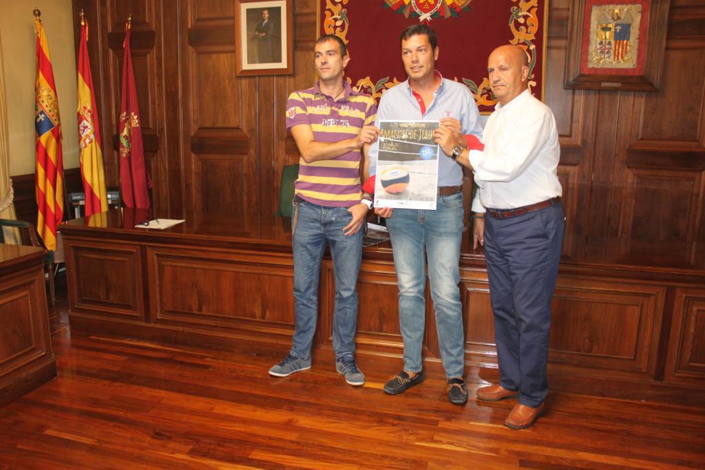 El Parque de los Fueros-Ricardo Eced acoge el I Torneo Mixto de Voley Playa 'Amantes de Teruel'