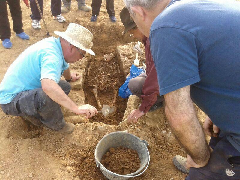 Lobera d'Onsella excava su pasado en una necrópolis medieval del siglo X