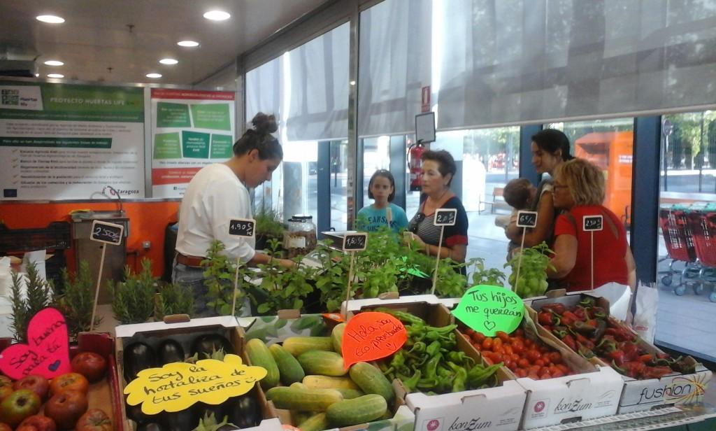 El puesto de productos ecológicos de la huerta de Zaragoza vuelve al Mercado de Valdespartera