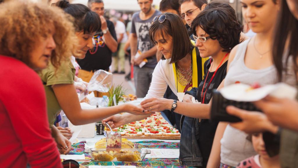 """La Feria del Mercado Social de Aragón """"suma"""" su octava edición en favor de la economía solidaria"""