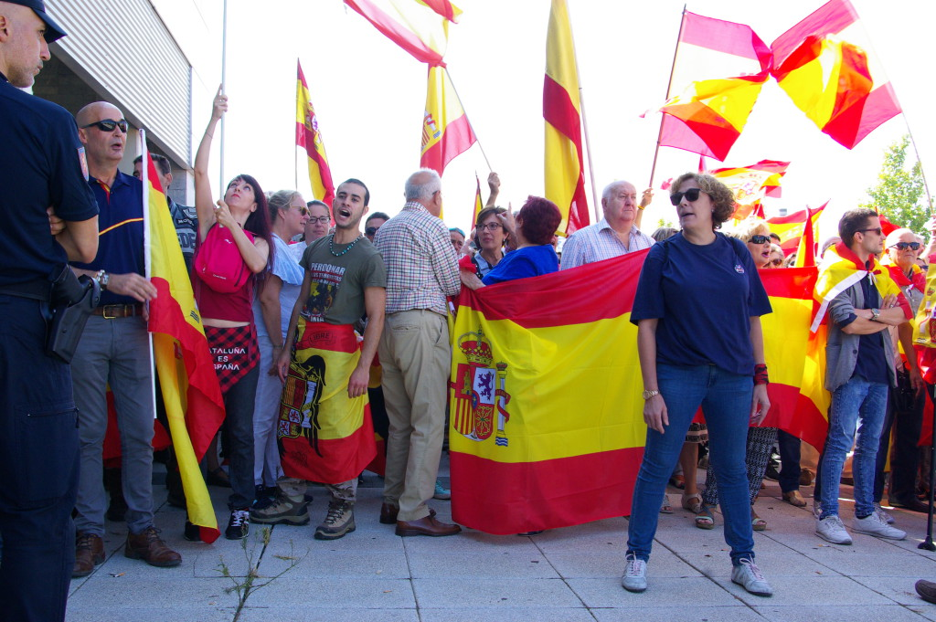 Un ultraderechista agrede a la Presidenta de las Cortes de Aragón
