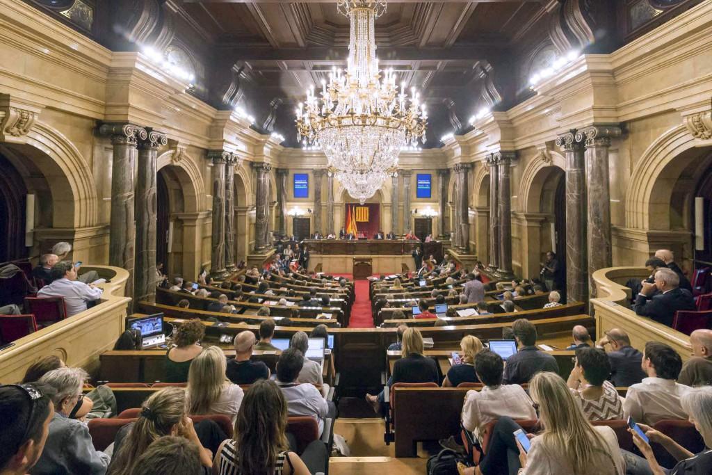 El Parlament de Catalunya aprueba la ley para convocar el referéndum de manera oficial el 1 de octubre