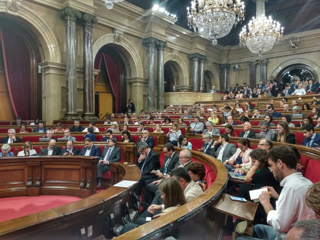 El Parlament aprueba la Ley de Transitoriedad y el TC suspende la convocatoria del referéndum