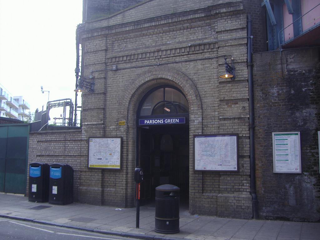 La Policía investiga como «incidente terrorista» la explosión del metro de Londres que ha dejado varias personas heridas