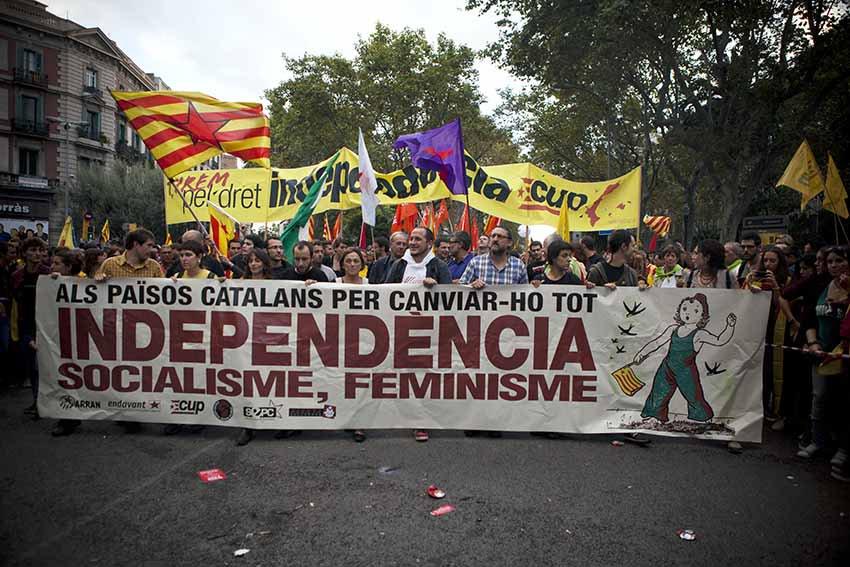 """Purna y Puyalón de Cuchas sacan las urnas a la calle """"en apoyo del pueblo catalán"""""""