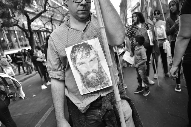 """Apuntan a Benetton y al Estado argentino como """"cómplices"""" de la desaparición de Santiago Maldonado"""