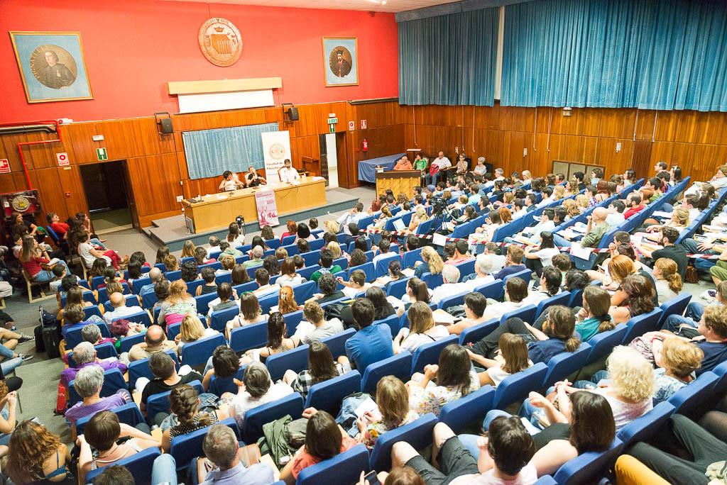 Numeroso público en los dos actos públicos de Silvia Federici en Zaragoza. Foto: Pablo Ibáñez (AraInfo)
