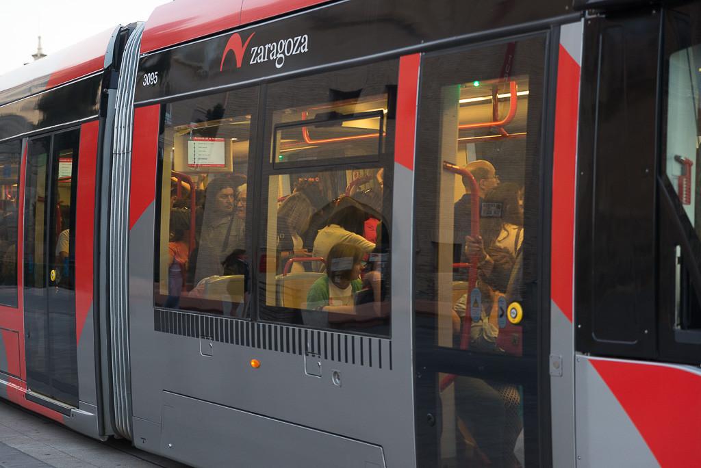 La plantilla del tranvía decide en asamblea continuar con los paros parciales durante esta semana