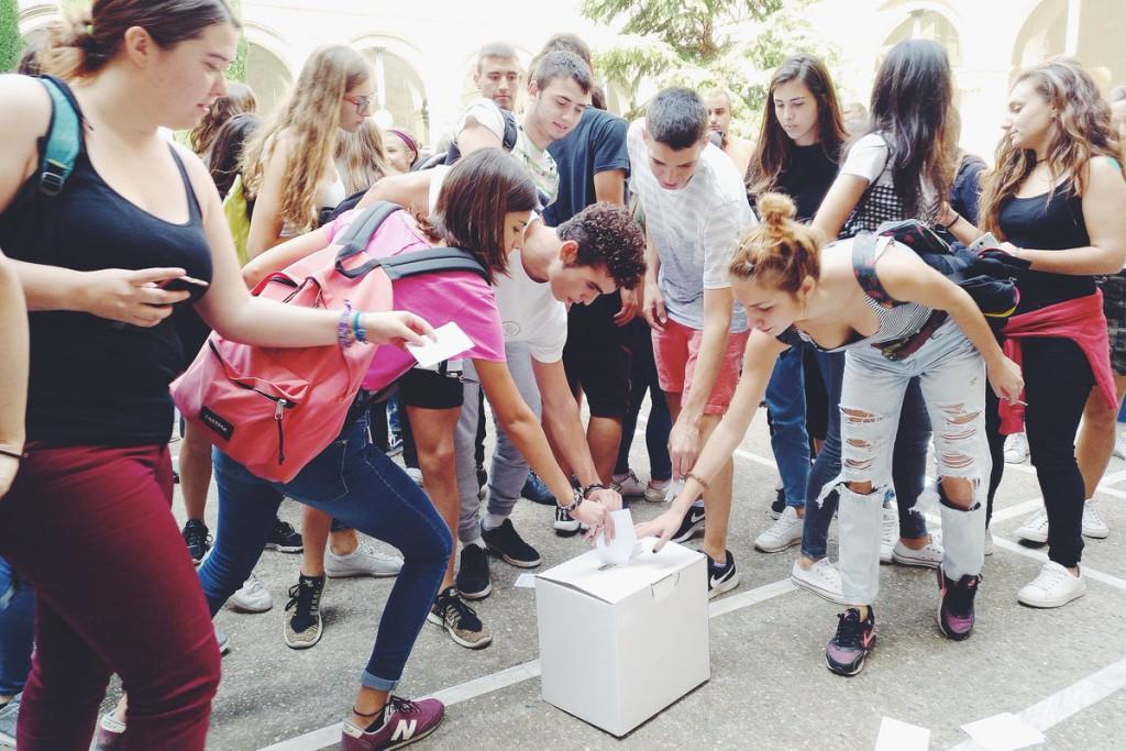 Convocan huelgas estudiantiles en defensa del referéndum del 1-O