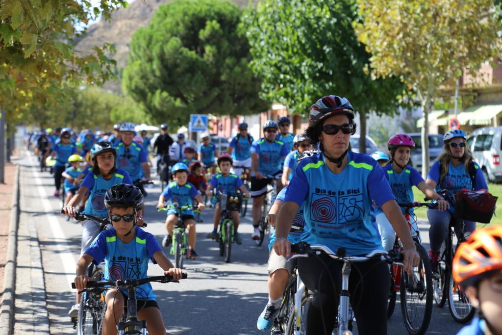 Cerca de 450 ciclistas de todas las edades participan en el XXI Día de la Bicicleta de Mequinensa