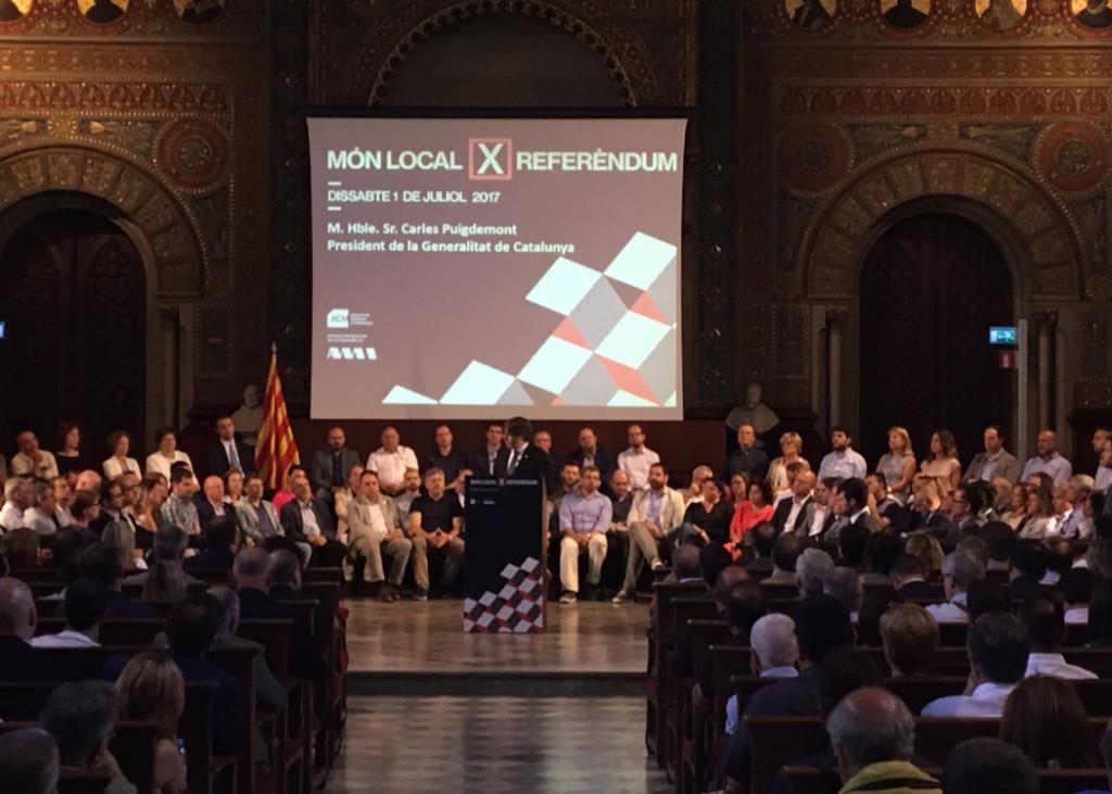 La Fiscalía cita a los alcaldes catalanes a favor del referéndum y ordena detenerlos si no comparecen