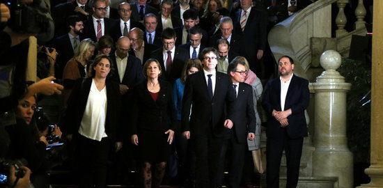 El Govern de Catalunya, Forcadell y Colau envían una carta a Rajoy y a Felipe de Borbón para pactar un referéndum