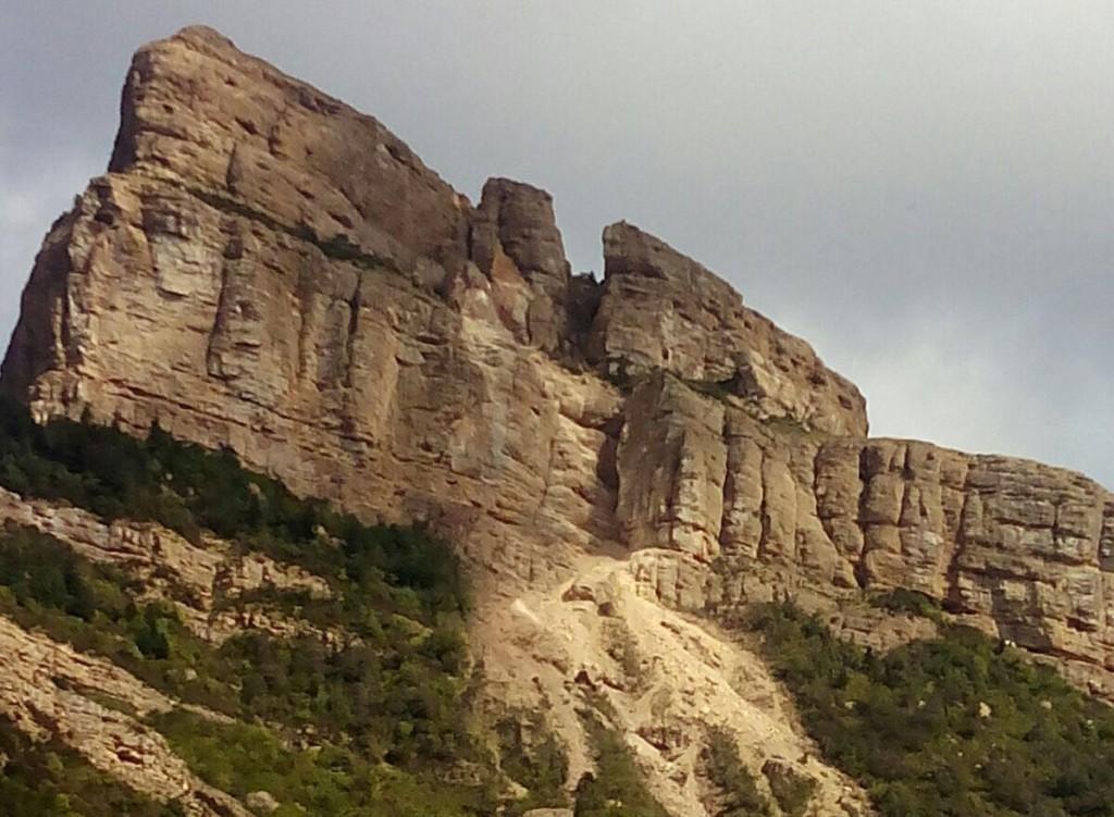 El desprendimiento en Peña Oroel utilizado políticamente para defender el trazado norte de la variante de Chaca