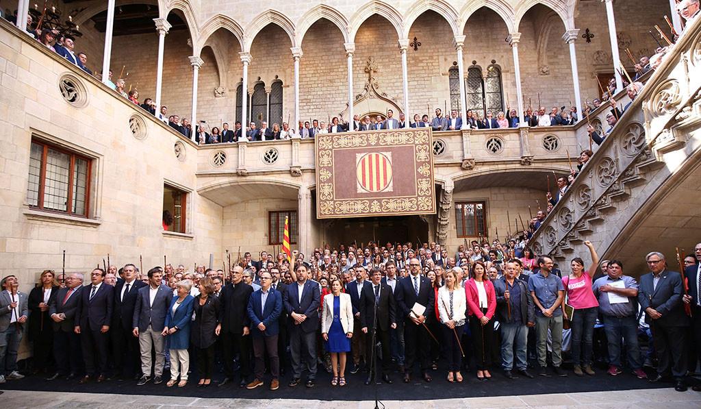 """Puigdemont a Rajoy: """"No subestimen la fuerza del pueblo de Catalunya"""""""
