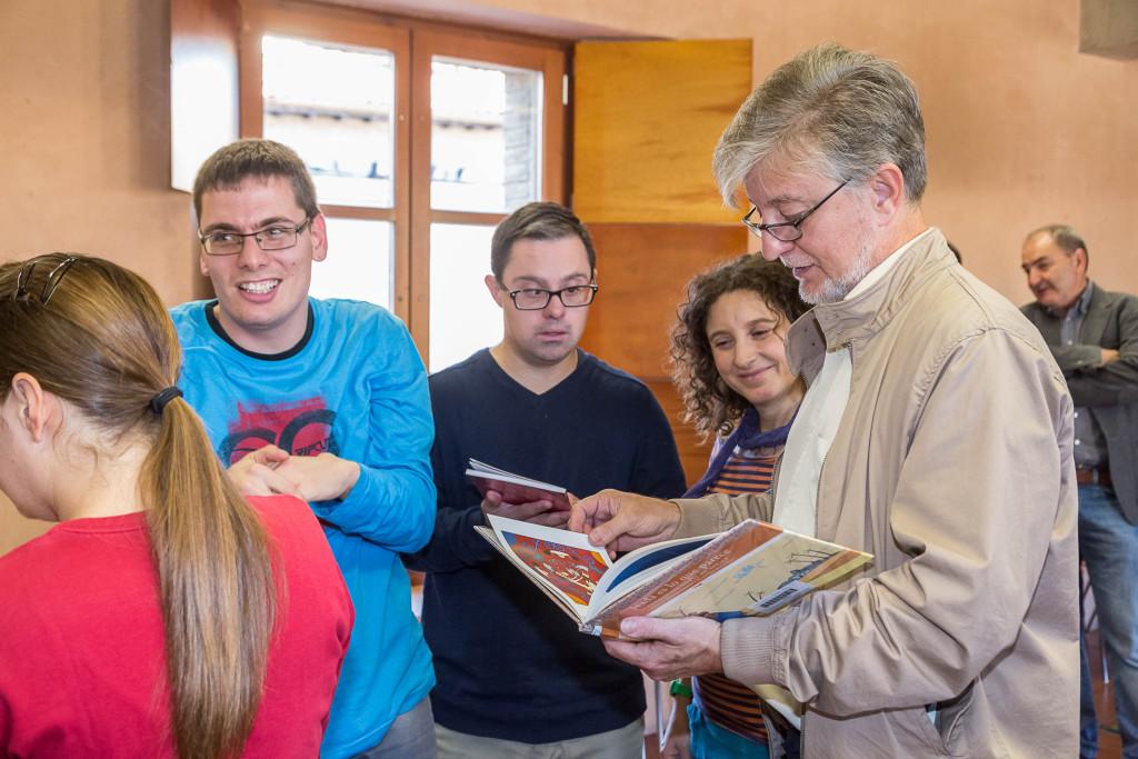 Zaragoza incorpora libros de lectura fácil en las bibliotecas municipales