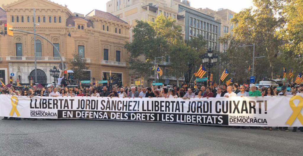 Multitudinaria manifestación en Barcelona en defensa de los derechos civiles y las libertades