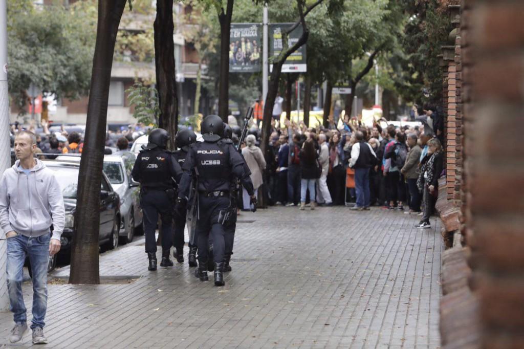 El informe del Ayuntamiento de Barcelona sobre el 1-O afirma que las cargas policiales fueron ilegales