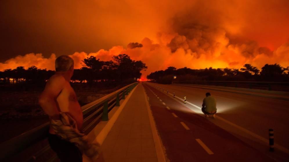 La política forestal y el deterioro climático, factores clave en los incendios de Galiza, Asturies, León y Portugal