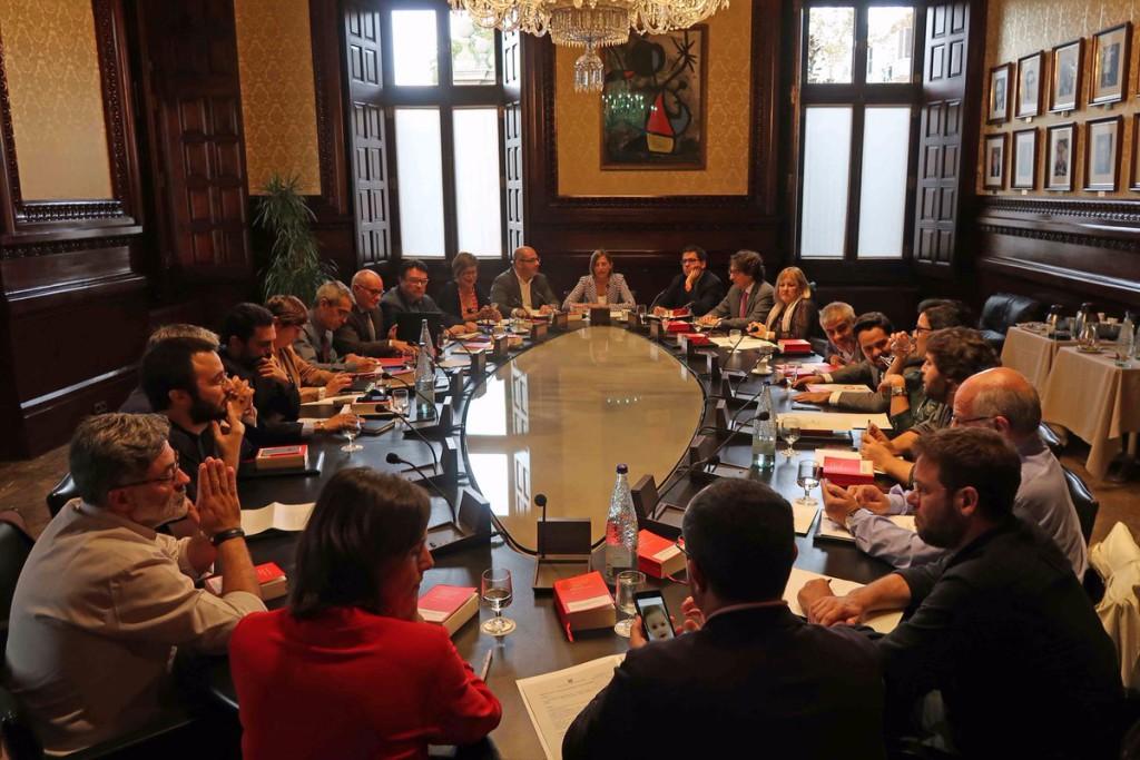 El pleno del Parlament de Catalunya sobre el 155 comenzará el jueves a las 17.00 horas