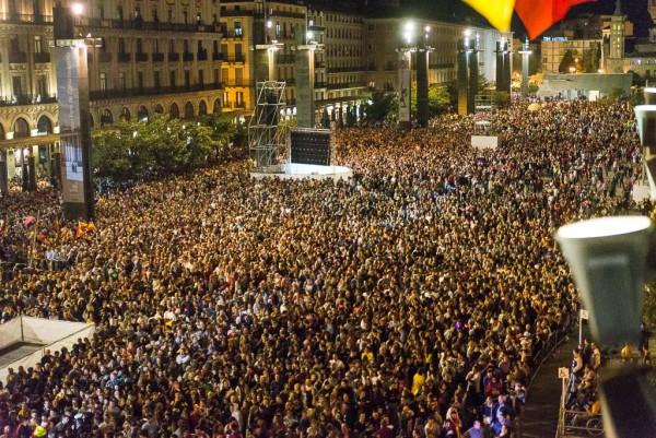 La plaza del Pilar abarrotada, un año más, para el pregón. Foto: Pablo Ibáñez (AraInfo)
