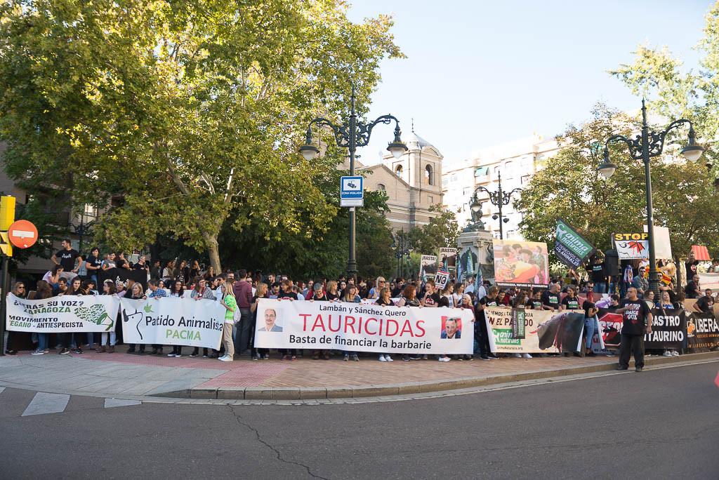 Miles de personas se manifiestan en Zaragoza por unas fiestas sin tauromaquia