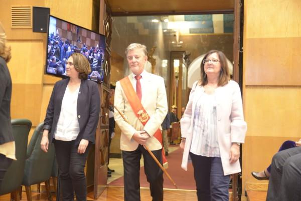 Santisteve junto a las alcaldesas de Barcelona y Cambrils, Ada Colau y Camì Mendoza. Foto: Pablo Ibáñez (AraInfo)