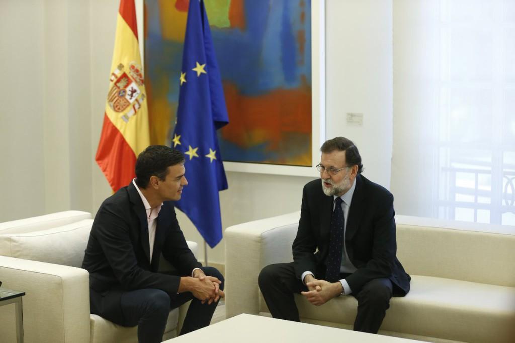 """Rajoy apela a la """"unidad de los partidos constitucionalistas"""", Sánchez reclama diálogo y Rivera la activación del artículo 155"""