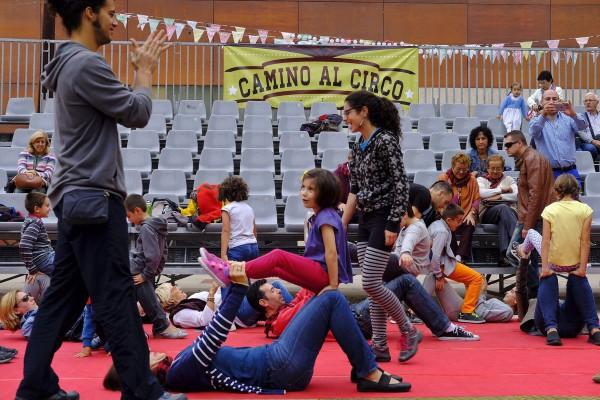 Taller circense en Centro de Historias. Foto: AZ