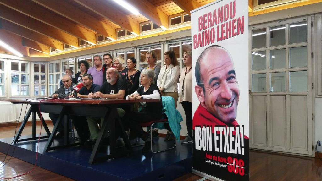 Familiares y organizaciones denuncian la situación del preso vasco gravemente enfermo Ibon Iparragirre