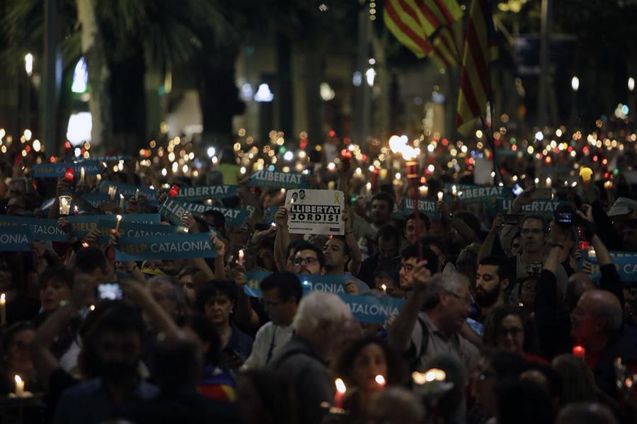 """Riuades d'espelmes per la llibertat dels """"Jordis"""""""