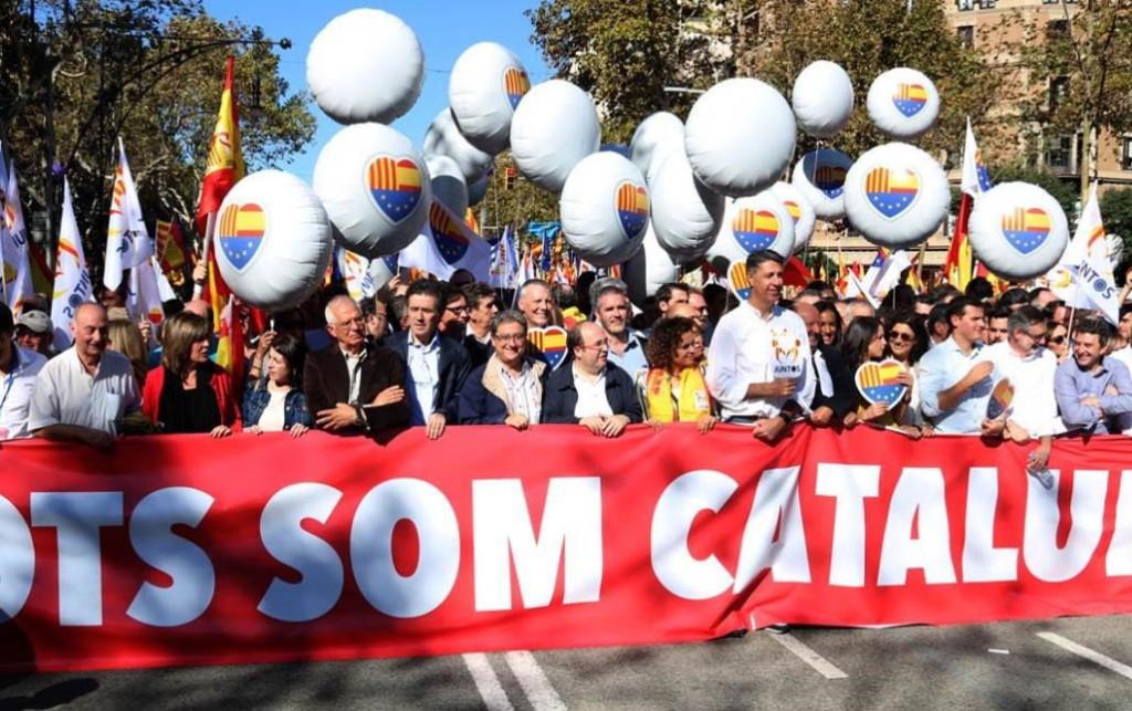 Multitudinaria manifestación unionista en las calles de Barcelona