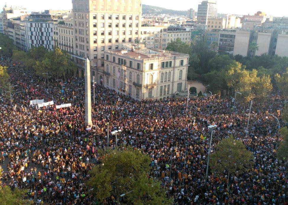 Catalunya mantiene el pulso con una movilización histórica