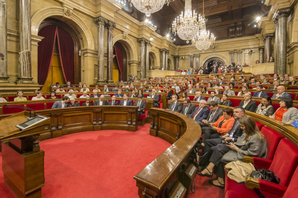Sesión crispada en el Parlament con el 155 y la proclamación de independencia en el aire