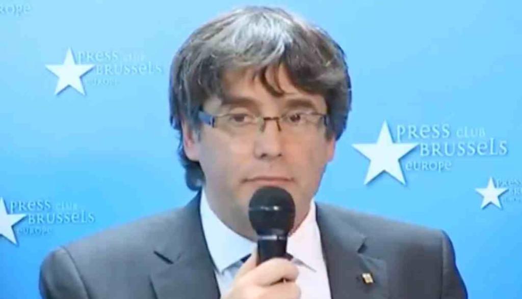 """Puigdemont afirma que no está en Bruselas para pedir asilo y denuncia """"la politización de la justicia española"""""""