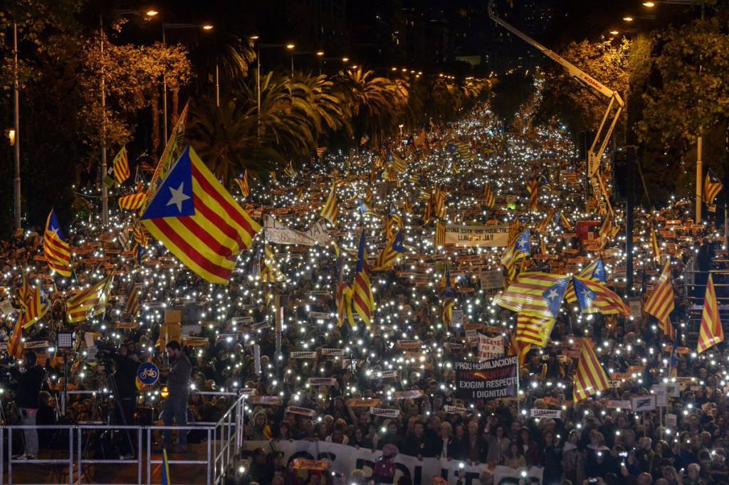 Manifestación masiva en Barcelona por la libertad de los presos políticos