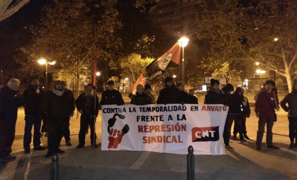 """CNT se moviliza en Zaragoza contra la «temporalidad» y la «represión sindical"""" en la empresa de teleservicios Arvato"""