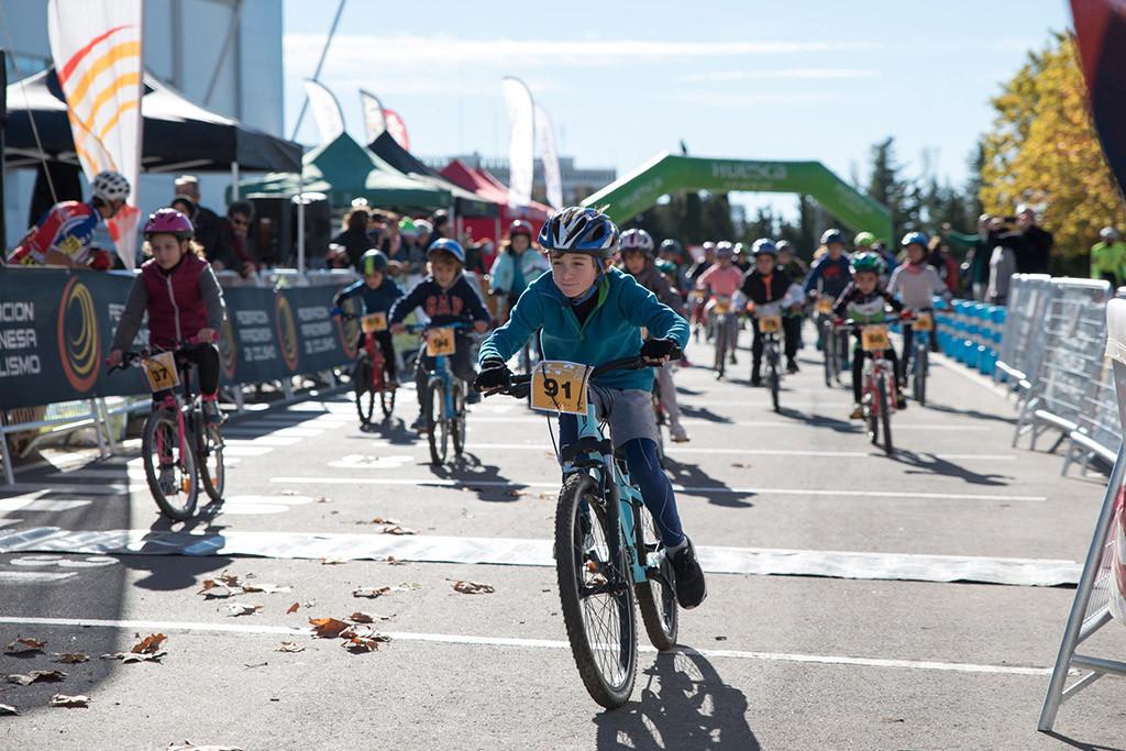 Fiesta del ciclismo en Uesca con la primera cita de la Liga escolar