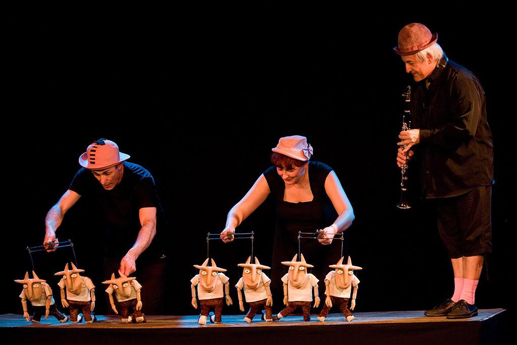 """Elfo Teatro pone en escena """"Los siete cabritillos""""  y """"Los tres cerditos"""", con sus artísticas marionetas"""