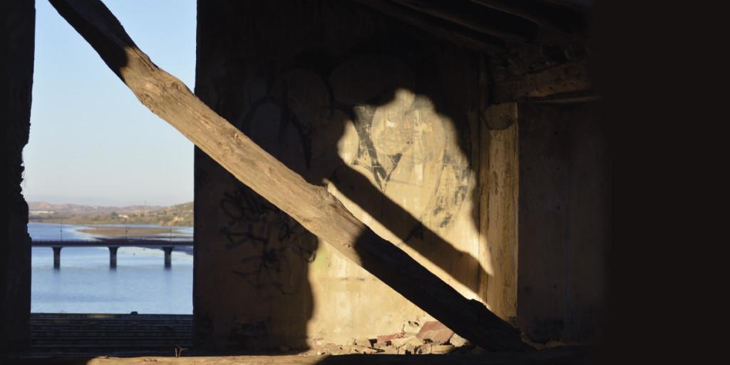 'Puertas que no cierran', fotografía y prosa en la Sala de Exposiciones Miguel Ibarz de Mequinensa