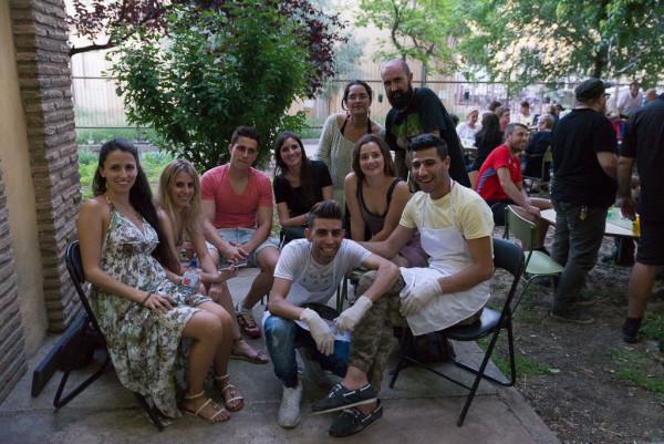 Miembros de Arabgón y del Grupo de Ayuda a Refugiad@s de Zaragoza. Foto: Pablo Ibáñez (AraInfo)