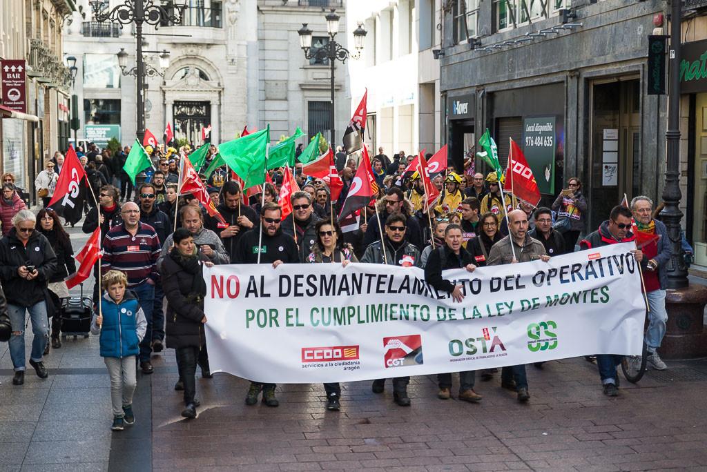 """Una manifestación recorre Zaragoza contra el """"desmantelamiento"""" del operativo forestal"""