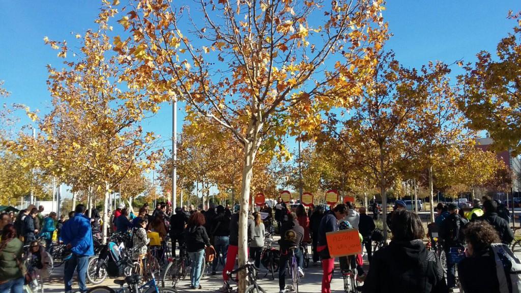 Una marcha ciclista recorre Zaragoza como símbolo de protesta por la paralización de la ampliación del Servicio Bizi