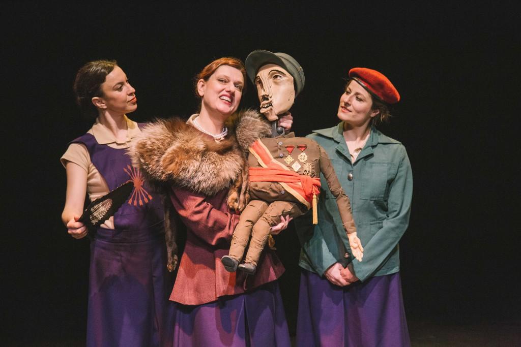 El Teatro de la Estación aborda con un toque de humor el papel de las mujeres en la dictadura española