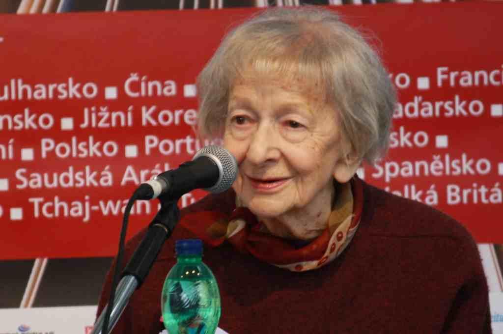 La poeta ganadora del Nobel, Wislawa Szymborska, protagonista del nuevo número de la revista Turia