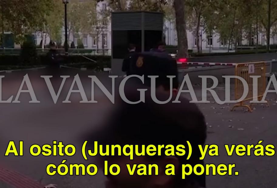 Agentes de policía se mofan de Junqueras y ríen aventurando una posible violación