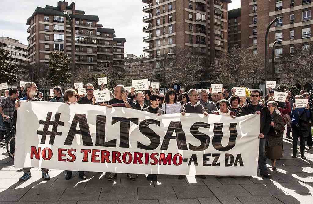 """Condenas de 2 a 13 años para los jóvenes de Altsasu por """"lesiones, desórdenes públicos y amenazas"""""""