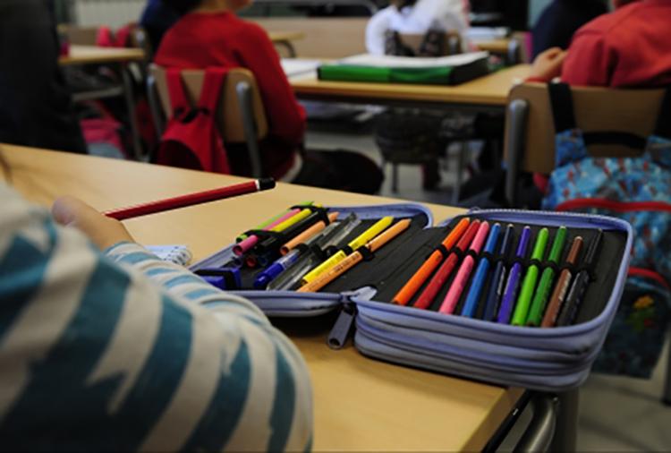 El profesorado de la escuela pública se concentra para exigir la reducción de la carga lectiva