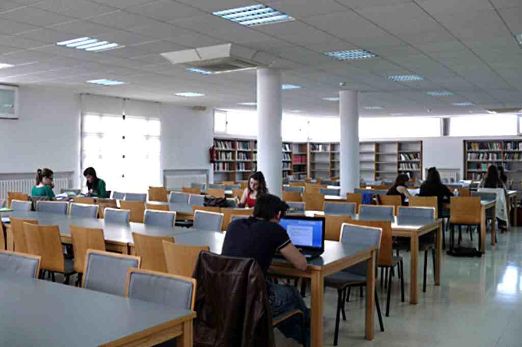 La falta de profesorado pone en jaque la universidad en Teruel