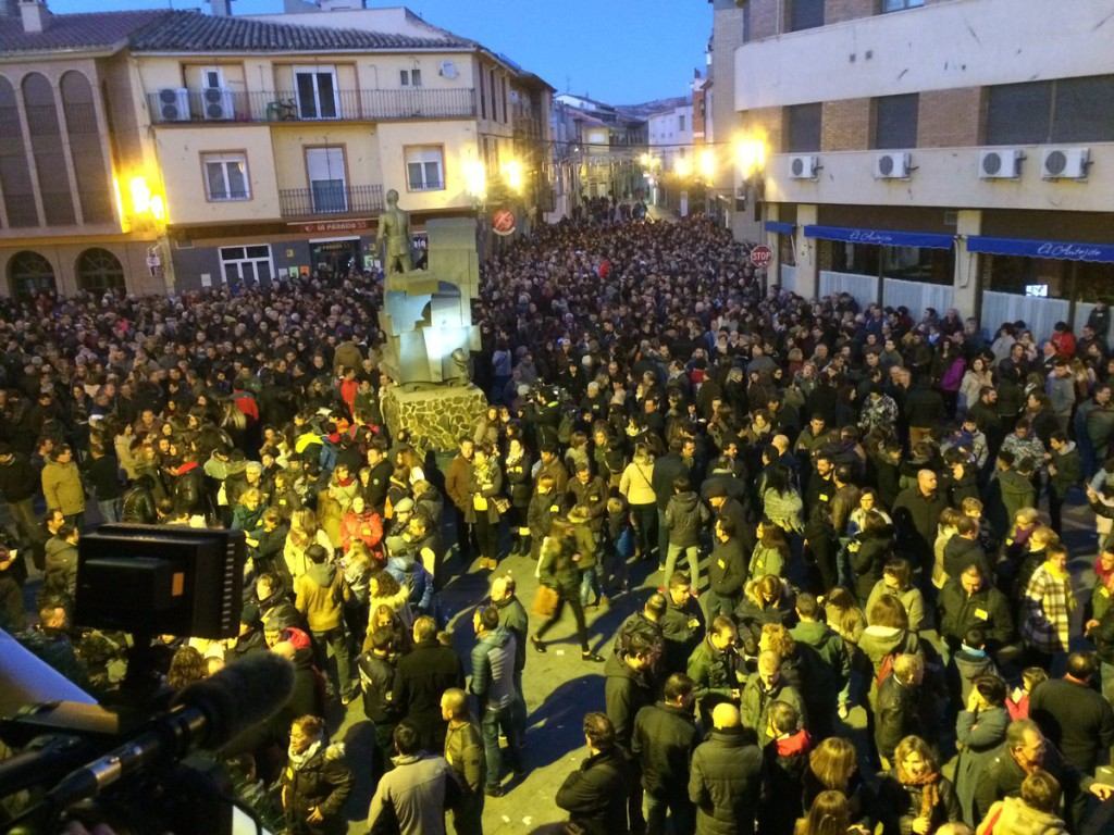 4.000 personas rinden homenaje en Andorra a las tres personas asesinadas